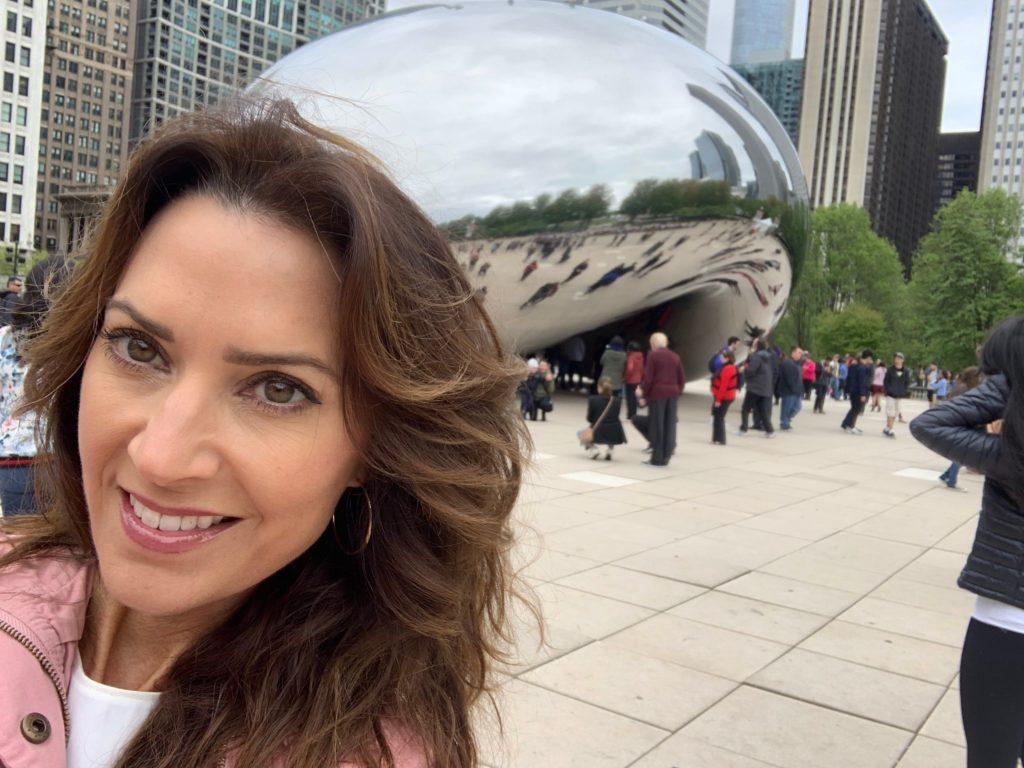 Karen LeBlanc, aka The Design Tourist, taking a selfie in front of Anish Kapoor's Cloud Gate sculpture in Millennium Park, Chicago.